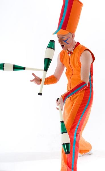 Alain Juggling Clubs
