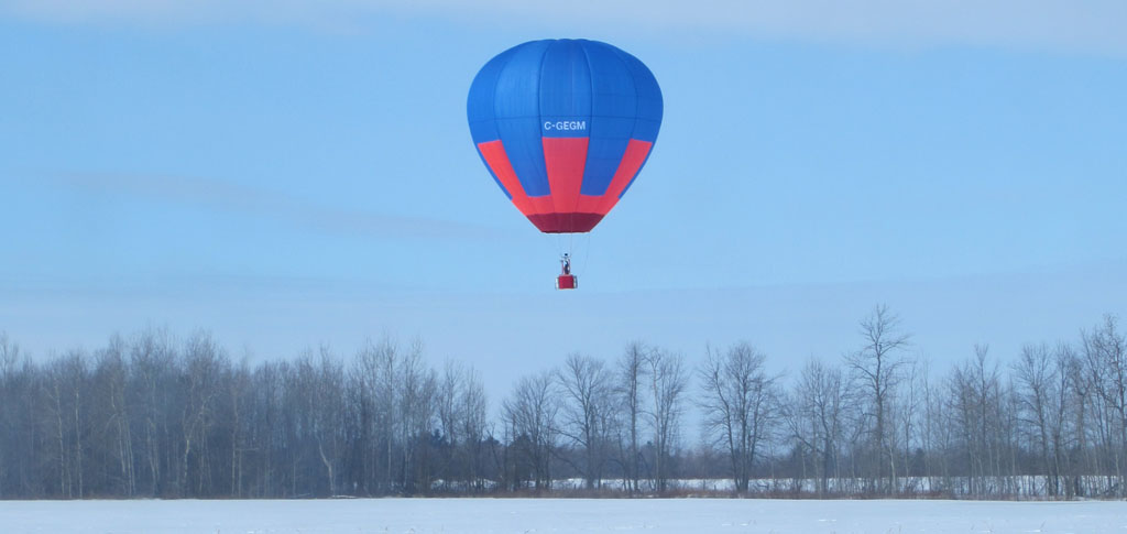This image has an empty alt attribute; its file name is BalloonWinterFlight.jpg